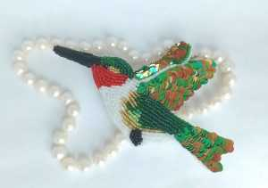 брошь из бисера колибри