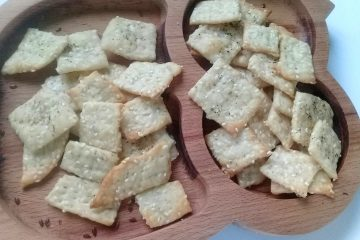 крекер с кунжутом