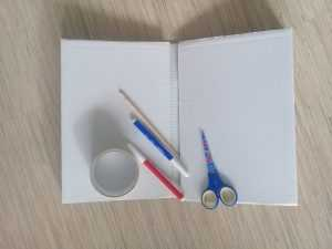 картон и карандаши