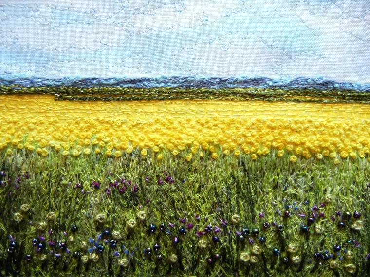 поляна с цветами вышитая в технике французский узелок