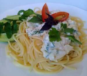 спагетти с курицей в белом соусе