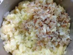 вареный картофель с луком